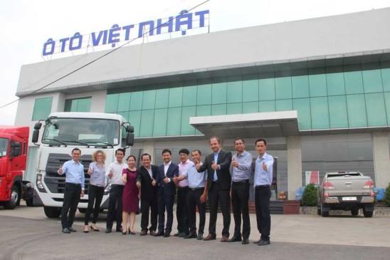Đại diện tập đoàn UD thăm đại lý UD Việt Nhật